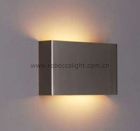 Steel Bedside Wall Lamp pictures & photos