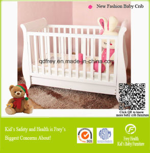 New Fashion Solid Pine Wood Baby Crib/Cot Infant pictures & photos