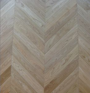 Fine Quality Solid Oak Chevron / Wooden Flooring pictures & photos