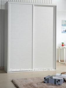 Customized Modern White Bedroom Sliding Wardrobe (HH2010-1.8E1) pictures & photos