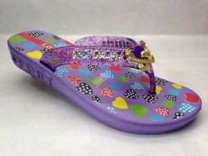 EVA Fashion Summer Purple Flip Flops with Colorful Heart Patterns (21GL1604) pictures & photos