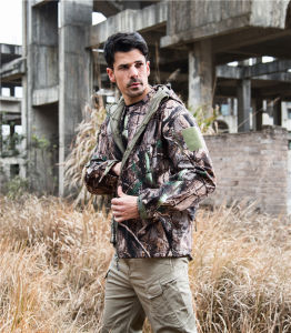 New Camouflage Tactical Softshell Hunting Jacket Men Outdoor Jacket pictures & photos