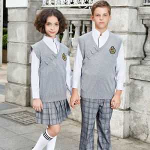 China Wholesales Schools Sweaters School Uniform Designs pictures & photos