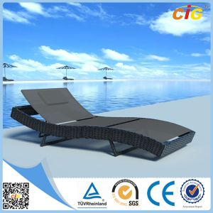 Good Quality and Popular Outdoor Rattan Sunlounger pictures & photos