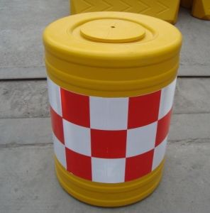 Plastic Water-Filled Traffic Safety Barrier pictures & photos