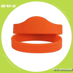 Wrs11 New Shape ISO14443A Nfc Silicon Wristbands (GYRFID) pictures & photos