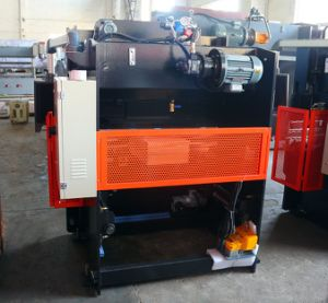40t1600mm Ce Certificated CNC Hydraulic Press Brake pictures & photos