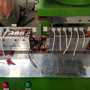 Plastic PVC Electric Plug USB Cable Injection Molding Machine pictures & photos