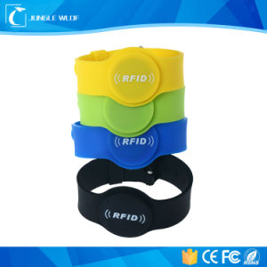 ISO14443A 13.56MHz Silica Gel RFID NFC Silicon Wristband pictures & photos