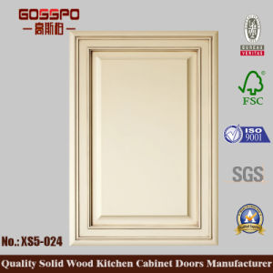 European Design Kitchen Cabinet Door (GSP5-024) pictures & photos
