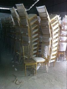 Chinese Cheap Romantic Wedding Chairs Used Chiavari Chairs pictures & photos