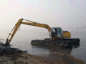 Amphibious Excavator with Pontoon in The River pictures & photos