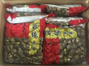 2017 Crop 3-4cm Dried Smooth Shiitake Mushroom pictures & photos