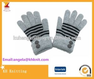 Classic Stripe Warm Knit Jacquard Touch Gloves pictures & photos