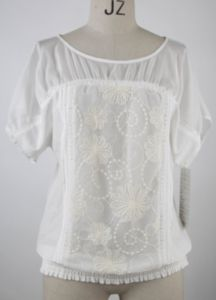 Women′s Blouse with Embroidery Applique in Front (HLY-005)