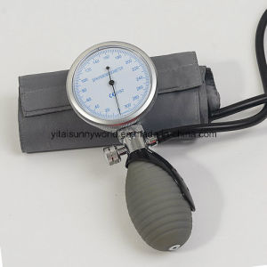 Professional Manufacturer Palm Type Aneroid Sphygmomanometer (SW-AS18) pictures & photos