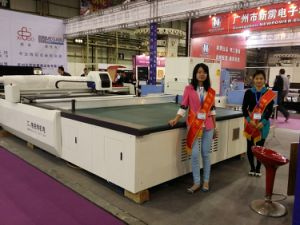Auto Textile Fabric and Cloth Cutting Machine pictures & photos