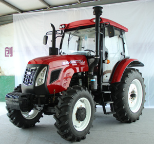 Big Power 130HP Tractor with 4WD, with Cabin Type, New Type in 2016 pictures & photos