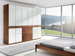 Bedroom Wardrobe in Beautiful White Gloss Lacquer (SZ-WD037) pictures & photos