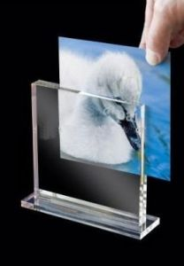 Customize Wholesale New Clear Magnet Acrylic 4X6 Picture Frame pictures & photos