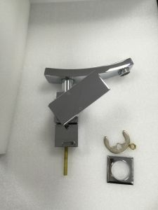 Factory Supply Watermark Brass Square Bathroom Basin Tap (HD4500) pictures & photos