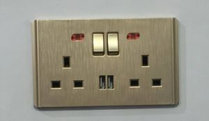 Good Quality UK Double 13A Switched Socket with 2USB Outlet pictures & photos