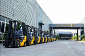 Un 8.0t Diesel Forklift with Original Isuzu Engine with Duplex 6.0m Mast pictures & photos