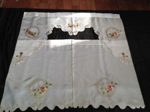 Xlt70 Satin Embroidery Table Cloth pictures & photos