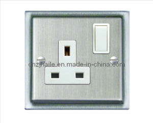 British Standard 1 Gang Switched Socket with Double Pole pictures & photos