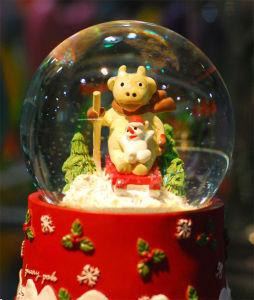 Souvenir Decorative Polyresin Water Ball Gifts pictures & photos