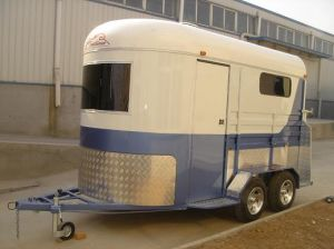Model 32 Horse Trailer pictures & photos