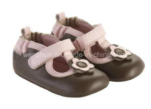 Simple and Popular Designs Baby Shoes Ty7245 pictures & photos