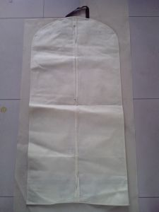 Non Woven Suit Cover with Zipper and Button to Fold pictures & photos