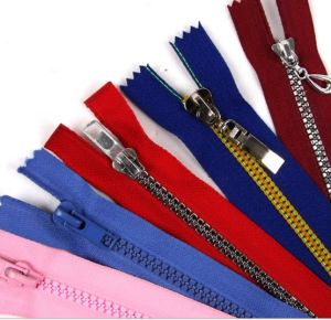 Supply All Size and Color Plastic Zipper pictures & photos