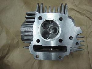 CNC Precision Hot Sale CNC Milling Machine for Car Parts Machine (HEP1370) pictures & photos