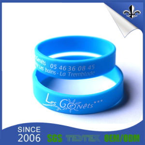 Fashion Design 3/4 Inch Ink Filled Promotional Silicone Wristband pictures & photos