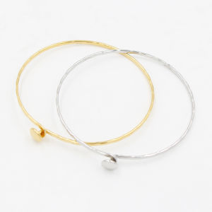 Stacked Wire Bangle with Engraved Flower for Ladies Gift Jewelry pictures & photos