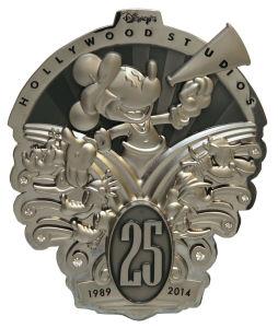 Custom Promotion Enamel Metal Lapel Pin Badge pictures & photos