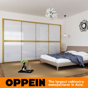 2016 Oppein Modern White Acrylic Color Contrast Sliding Wardrobe (YG16-A01) pictures & photos