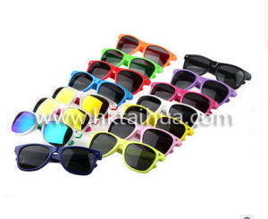 UV400 Custom Logo Color Sunglasses with Thp-014 pictures & photos
