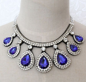 Handmade Bead Crystal Fashion Costume Alloy Pendant Necklace Jewelry (JE0001) pictures & photos