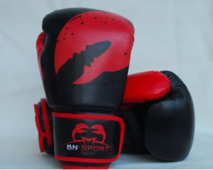 Wholesale and Retail Hot Sale High Quality Adults and Children PU Boxing Gloves pictures & photos
