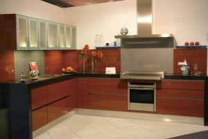 Affordable Modern Apartment High Gloss Kitchen Cabinets pictures & photos