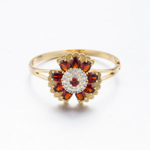 Gold Plated Chrysanthemum Zircon Bangle pictures & photos