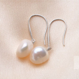 White Big Baroque Freshwater Pearl Earrings pictures & photos