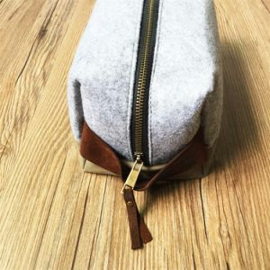 Custom New Design Canvas Dopp Kit with Leather Hanging Wholesale pictures & photos