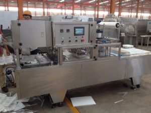 Ce Certification Fast Food Modified Atmosphere Packing Machine pictures & photos