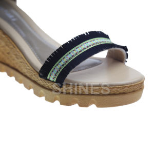 Black Ladies Fashion High Heel Sandal with PU Tassels pictures & photos