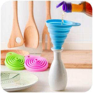 Non-Toxic FDA/LFGB Standard Kitchenware Silicone Foldable Funnel pictures & photos