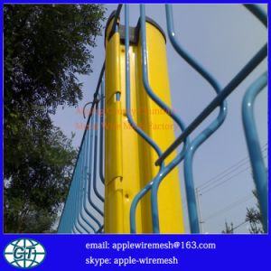 China Factory Price of PVC-Coated Wire Fence Panels pictures & photos